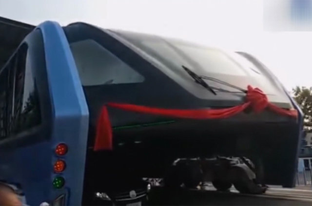 """Çin'de """"Transit Raylı Otobüs""""ün test sürüşü yapıldı"""