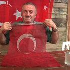 """Şehit babası, """"Şehit oğlumun üzerindeki kanlı bayrağı asla yıkatmam"""" diye konuştu"""