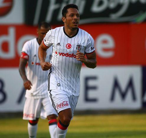 Beşiktaş'ın yeni transferi Adriano...