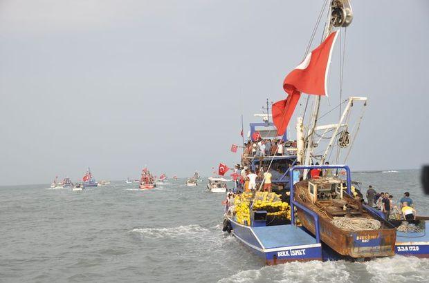 Balıkçılar tekneleriyle FETÖ'yü lanetledi