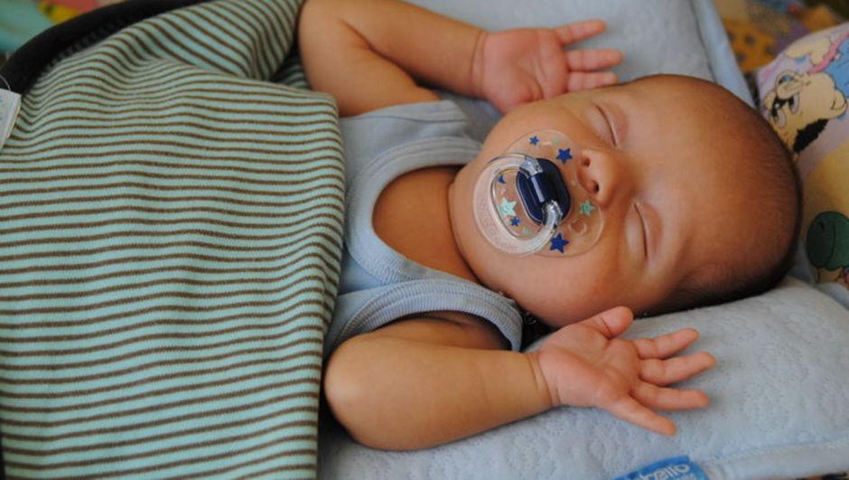 Bebeklerde emzik