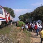 Manisa'da tren kamyona çarptı: 1 yaralı