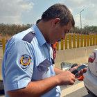 Adana'daki kazada ölenlerin telefonuna bakan polisin çaresizliği