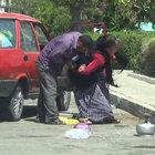 Antalya'da çocuklarının önünde karısını acımadan dövdü