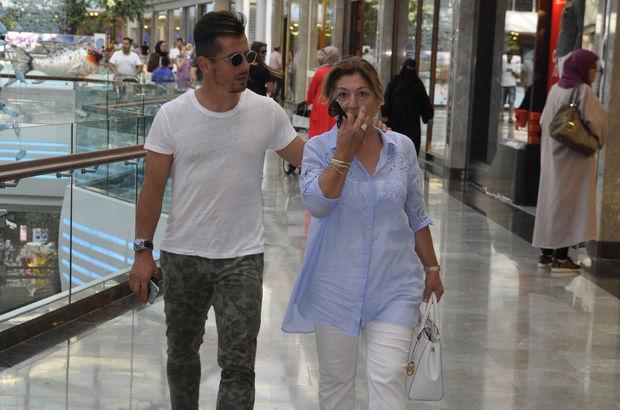 Emre Belözoğlu annesiyle alışverişte