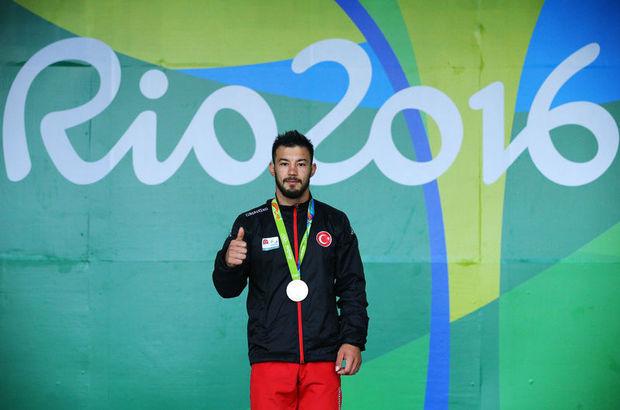 Türkiye'yi temsil eden 3 devşirme sporcu madalya sevinci yaşadı
