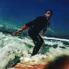 Mithatcan Özer, vaktini sörf öğrenmeye ayırdı