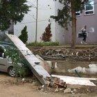 Maltepe'de şiddetli yağmur okul duvarını yıktı
