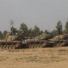 Karkamış'tan tanklar ve iş makinaları Suriye tarafına geçti