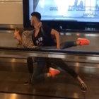 Atatütürk Havalimanında Ukraynalı yolculardan bale şov