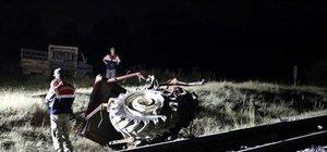 Raybüs traktöre çarptı: 2 ölü