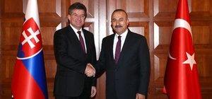 Dışişleri Bakanı Mevlüt Çavuşoğlu: Gerçek dostluk budur
