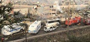 Şırnak Cizre'de polis kontrol noktasına bomba yüklü araçla saldırı