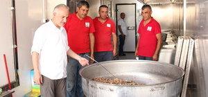 Türk Kızılayı Cerablus'ta sıcak yemek dağıttı