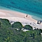 Issız adada mahsur kalan çift S.O.S mesajıyla kurtuldu