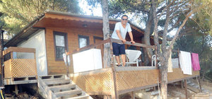 Şarkıcı Ege ormanda yaşıyor
