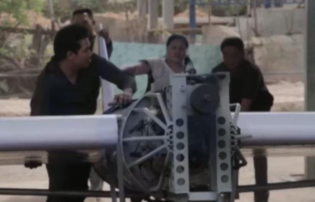 İnternetten video izleyerek uçak yapan adam