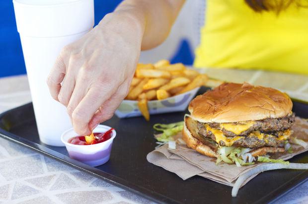 Fast food Alzheimer'a yol açabiliyor!
