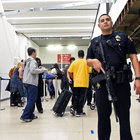 Los Angeles Havalimanı'nda saldırı ihbarı asılsız çıktı