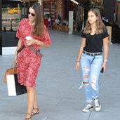 Kızıyla alışverişte