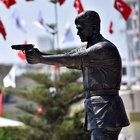 Ömer Halisdemir'in heykeli Mersin'de açıldı