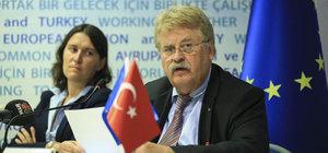 """""""Türkiye konusunda geri adım atmalıyız"""""""