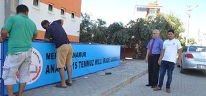 FETÖ'nün okuluna Zafer Bayramı'nda 'Milli İrade' tabelası asıldı