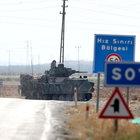 Sınırın Türkiye tarafındaki birliklere askeri zırhlı araç takviyesi yapılıyor