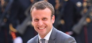Fransa Ekonomi Bakanı Emmanuel Macron istifa etti