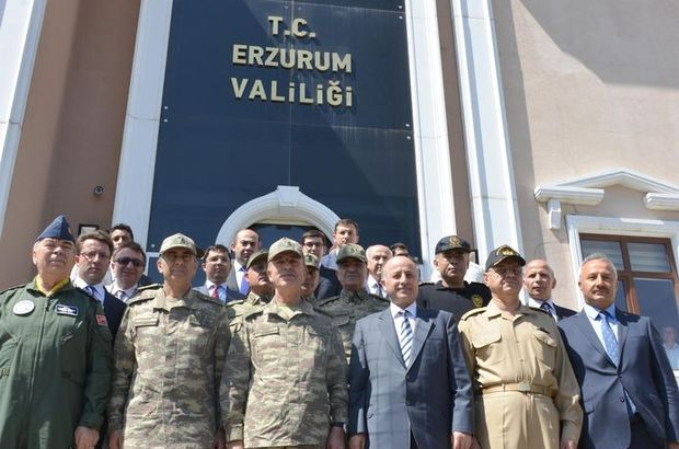 Org. Akar Erzurum'da birlikleri denetledi