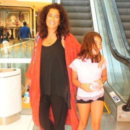 Kızıyla okul alışverişinde