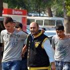 Adana'da çaldıkları cep telefonunun sahibine otostop yapınca yakalandılar