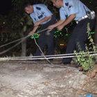 Freni boşalan otomobil, ağaca iple bağlanarak kurtarıldı