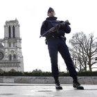 Paris'te terk edilmiş araçtan 7 mutfak tüpü çıktı