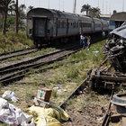 Mısır'da yolcu treni devrildi: 5 ölü, 27 yaralı