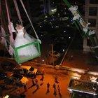 Aydın'da  gelinle damat 7. kattaki evlerine vinçle çıktı