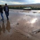 Şiddetti yağış yolu kapadı