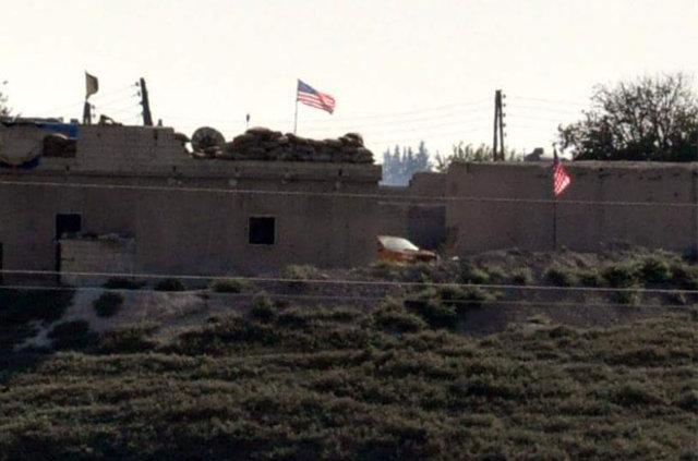 Tel Abyad'daki ABD bayrağını PYD'liler bekliyor