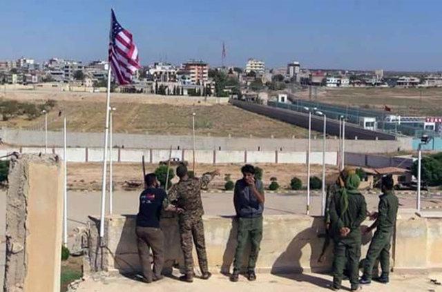 Sınırdaki PYD karargahına ikinci ABD bayrağı asıldı