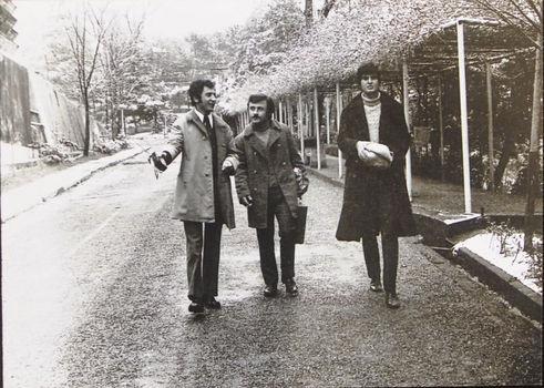 70'li yılların başı... 'Kozalak Zeki' ve Tarık Akan, Yalova'da asker uğurlamasına gittiklerinde.
