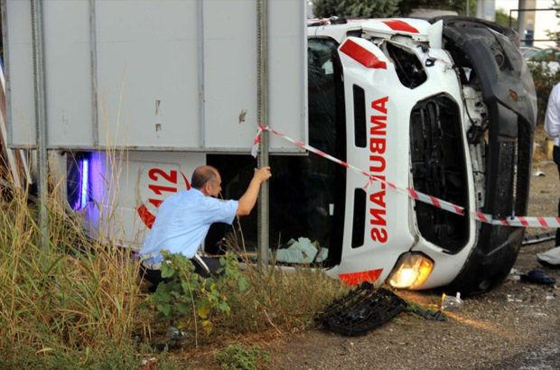 Hasta taşıyan ambulans takla attı: 1 Sağlık Personeli Hayatını Kaybetti, 3 yaralı
