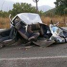 İzmir'de yolcu minibüsüyle otomobil çarpıştı: 1 ölü, 14 yaralı