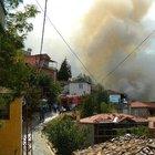 Denizli'de yangın 5 evi kullanılamaz hale getirdi