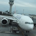 THY'nin uzun menzilli uçağına bagaj yükleme aracı çarptı
