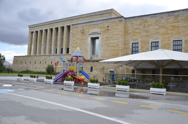 Anıtkabir'de kafetaryanın yanına yapılan oyun parkı tartışma yarattı