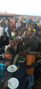 Libya açıklarında 130 göçmeni Türk gemisi kurtardı