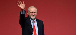 İngiltere'de İşçi Partisi liderliğine yine Corbyn seçildi
