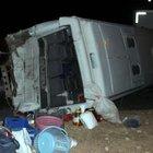Suriyelileri taşıyan midibüs, TIR'la çarpıştı: 25 yaralı