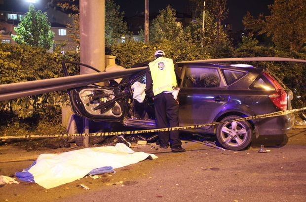 İstanbul'da bariyerlere çarpan otomobilin sürücüsü hayatını kaybetti