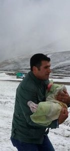 Ardahan'a kar yağdı, 30 kişi yaylada mahsur kaldı